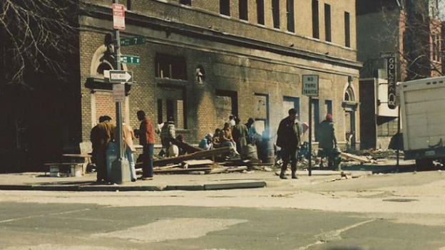 An image from the violent crime days of Shaw. When drugs invaded the neighborhood, many of the remaining low income residents turned to dealing in order to stay afloat. With little incentive for the outside to invest, the streets and infrastructure decayed. [7]