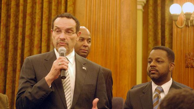 D.C. Mayor Vincent Gray's 2010 campaign for mayor has been linked to several suspicious money orders from people linked to a fundraiser under federal investigation.
