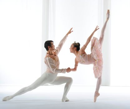 Hyun-Woong Kim and Ji Young Chae perform in The Washington Ballet's production of Tour-de-Force: Balanchine!