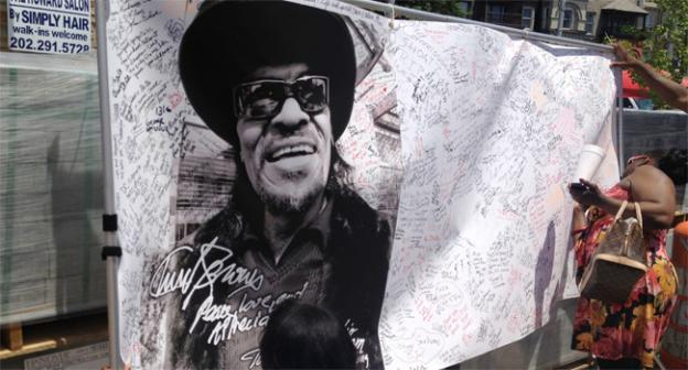 Hundreds write remembrances near the Howard Theatre for the late Chuck Brown, the go-go music legend who died earlier this month. Mourners are expected to gather there today to honor the late musician.