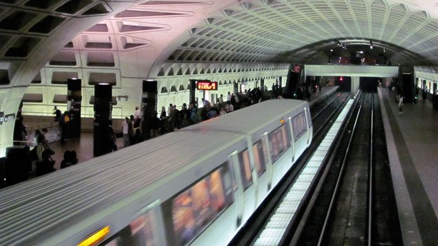 Metro cautions that Blue Line riders into Virginia may be better off taking the Yellow Line.