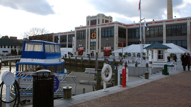 Leaders at the Torpedo Factory want to renovate to take advantage of the exterior facing the Alexandria waterfront.