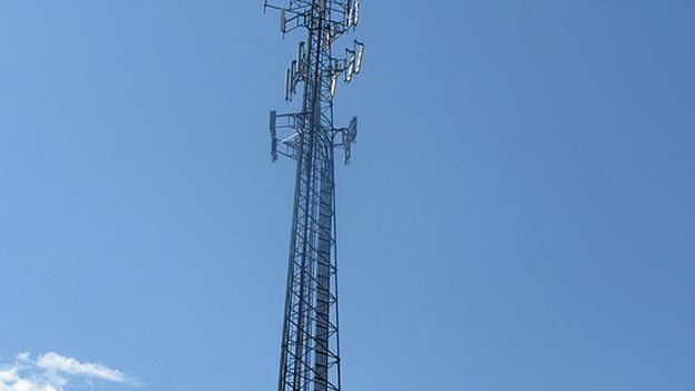 A group of Fairfax County residents are pushing for a cell tower in their neighborhood to improve service.