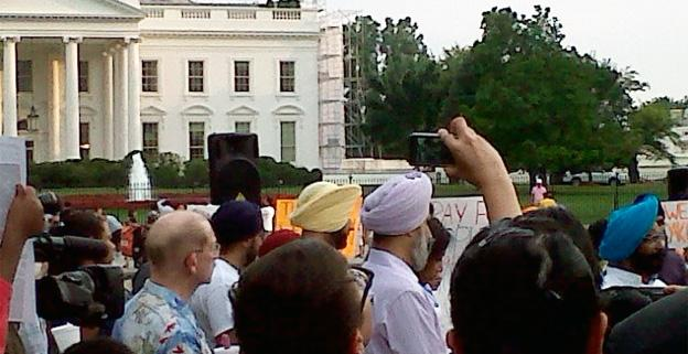 Members of the Sikh faith offered their prayers for the victims of Sunday's tragic shootings in front of the White House.
