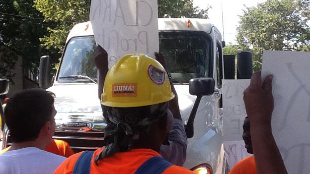 Liuna protesters block a federal construction site in the District in 2011, alleging that only 13 percent of those working on the project are from D.C.