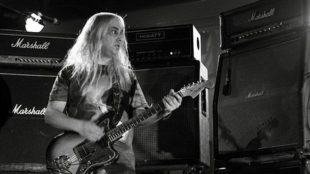Indie rock legend J Mascis tones it down at the Kennedy Center Wednesday night.