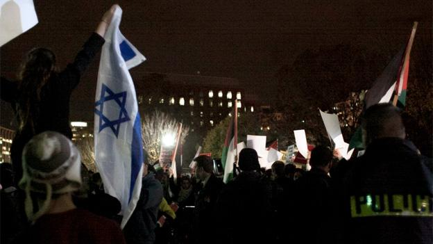 On Thursday night, supporters of both Israel and Palestine rallied for peace in front of the White House, but they were separated by a police line.