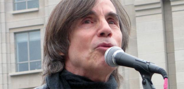 Singer Jackson Browne lent his voice to the Occupy movement on Monday, singing for activists and passersby at the Stop the Machine camp in Freedom Plaza.