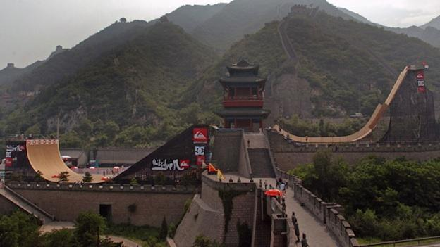 In Waiting For Lightning, champion skateboarder Danny Way builds a massive ramp and tries to jump the Great Wall of China.
