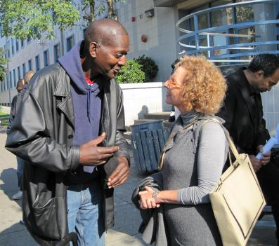 Nathaniel Anderson, a resident of the Community for Creative Non-Violence homeless shelter in Northwest D.C., talks with UN representative Raquel Rolnik about problems the city's homeless population faces.