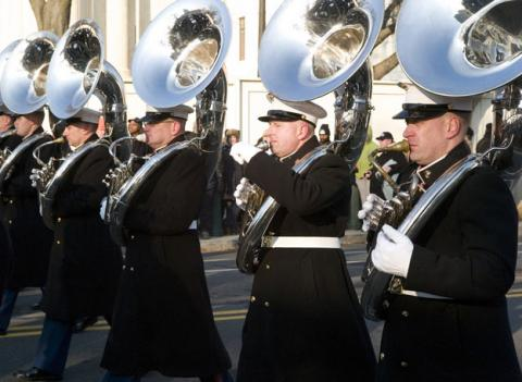 The Marine Corps Band moves out to join the 56th inaugural parade on Jan. 20, 2009.
