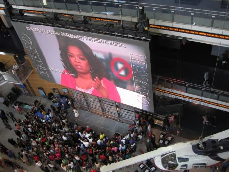 Hundreds gathered at the Newseum today to watch a live taping of the Oprah Winfrey Show. Winfrey devoted her entire show to discouraging the use of cell phones while driving.