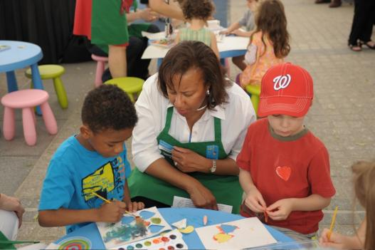 Deborah Bunkley of The Potomac Art Therapy Association works with children on National Children's Mental Health Awareness Day.