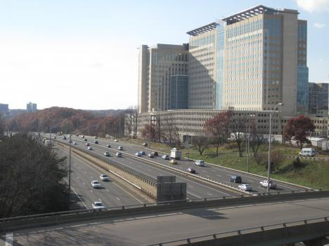 Residents and local leaders say the 6,400 Department of Defense employees commuting to the new Mark Center building could add hours to the commute on I-395.