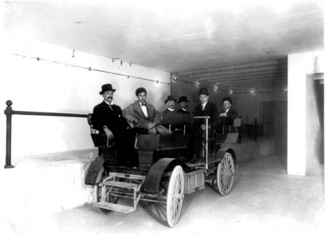 A battery-powered Studebaker subway bus in operation in one of the Capitol tunnels, ca. 1910.