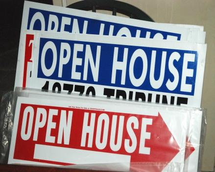 "Some real estate agents in Arlington are asking for confiscated ""open house"" signs back from the county."