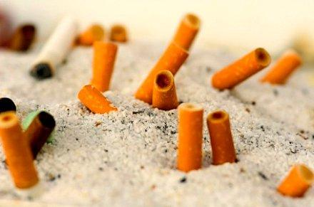 The debate over banning smoking on the beach and in resort towns has been growing along the coast.
