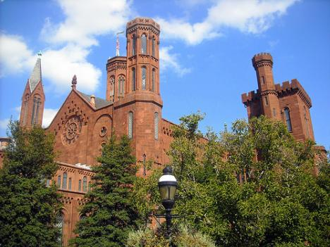 Washington's Smithsonian museums would close during a government shutdown, leaving many tourists in search of alternatives.