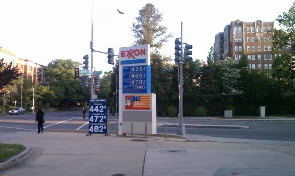The lower per-barrel cost of oil hadn't changed much at this Exxon station in Cleveland Park earlier this month, where the price of regular gas was still $4.42. Just two weeks later, the average price in the D.C. area is below $4.