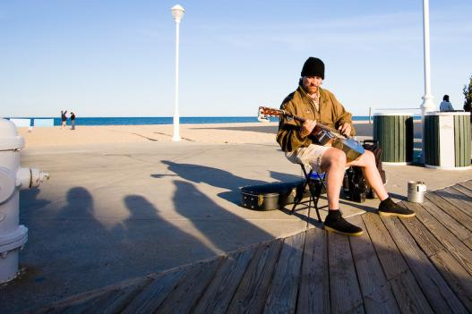 A street performer on the Ocean City Boardwalk. A new law allows only one street performer per block to control crowds.