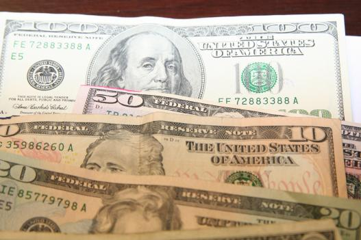 Scientists find traces of cocaine in U.S. banknotes.