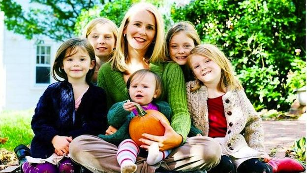 Kelly Murray in 2008, with her daughters, from left to right, Maeve, Jillian, Quinn, Meghan, and Sloane.
