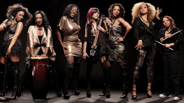 Go-go group Be'la Dona is the official band for the BLACK GIRLS ROCK! & SOUL TOUR, where they back up artists Erykah Badu, Melanie Fiona, very Sunshine, Estelle, Goapole, Rah Digga and Lil Mama.