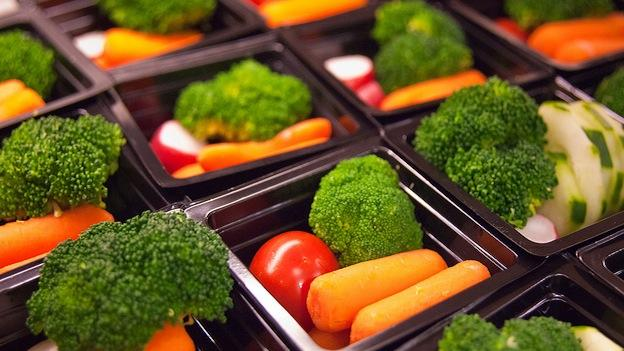 School lunch programs are stuck tryingto balance affordability and nutrition.
