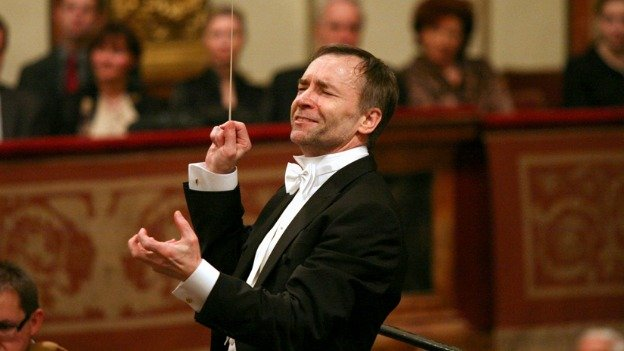The Haifa Symphony Orchestra of Israel will perform under the baton of Polish-born conductor Boguslaw Dawidow.