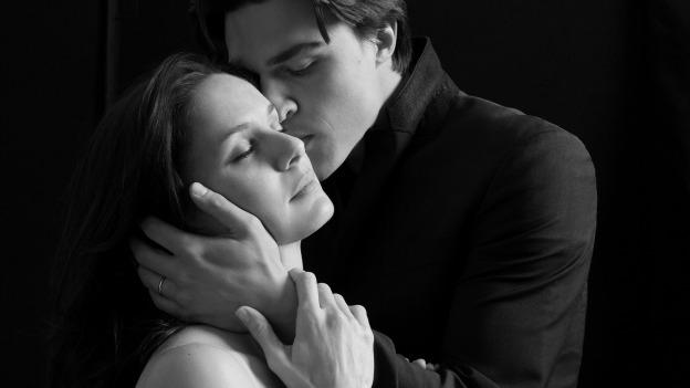 Finn Wittrock and Sarah Wayne Callies star as bickering newlyweds in The Guardsman.